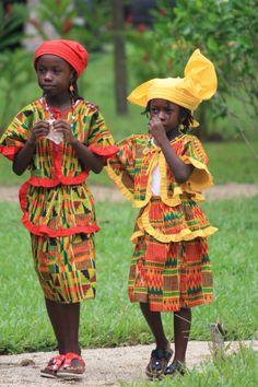 Kotomisi (traditionele klederdracht) van de Creolen. De koto wordt nog steeds gedragen bij feestelijke gelegenheden.