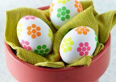 Dot stickers as flowers on eggs | 40 Creative Easter Eggs