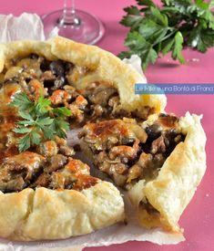 Torta salata funghi e salsiccia verticale