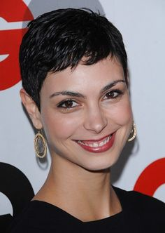 Morena Baccarin reveals her new pixie at the 2009 GQ Men of the Year Awards - Arrivals - Chateau Marmont Hot Very Short Pixie Cuts, Women Pixie Cut, Short Sassy Hair, Very Short Hair, Short Hair Cuts, Short Hair Styles, Morena Baccarin, Celebrity Short Hair, Celebrity Hairstyles