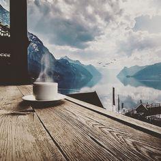 Günaydın, kahve ve güzel bir manzara ile geri dönüş yaptık #günaydın #kahve #vitrinsokagi #good #morning #vitrinsokağı