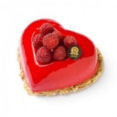 coeur rouge Pâtisserie de saint valentin chez dalloyau #valentinesday #saintvalentin #coeur http://www.cestmoilechef.fr/les-patisseries-de-la-saint-valentin-partie-1-les-grandes-maisonstissiers/