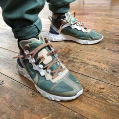 Here are our top 16 Sneakers that have been released in the past few ears but have remained the best looking shoes our right now that anyone should have in their collection. Sneakers Sketch, Sneakers Mode, Best Sneakers, Casual Sneakers, Casual Shoes, Shoes Sneakers, White Sneakers For Men, Sneakers Workout, Skechers Sneakers