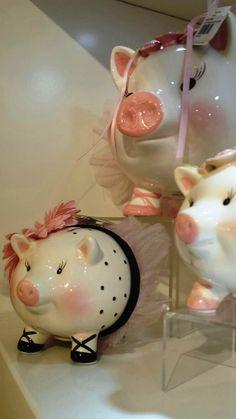 Os três porquinhos! O que pode ser mais fofo, para uma decoração fun design, do que estes simpáticos porquinhos? Sucesso garantido! #produtomarche #novidade #lancamento #decoracao #porquinho #marcheobjetos