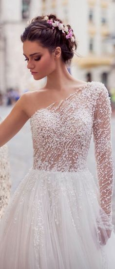 White wedding dress. All brides dream of having the perfect wedding, however for this they require the best bridal dress, with the bridesmaid's dresses actually complimenting the wedding brides dress. These are a number of suggestions on wedding dresses.