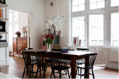 Oh so beautiful. Love the glossy black windsor chairs.