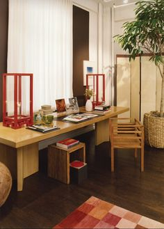 Love the red lanterns in this home office