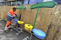 Afficher l'image d'origine Waste Segregation, Outdoor Power Equipment, Signage, Recycling, Billboard, Garden Tools, Signs