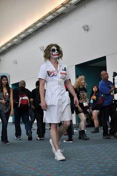 Nurse Joker cosplay at SDCC 2012 by AaronBerkovich Dc Cosplay, Harley Quinn Cosplay, Joker Cosplay, Best Cosplay, Halloween Inspo, Halloween Party, Halloween Costumes, Halloween Makeup, Happy Halloween