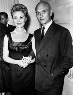 Mitzi Gaynor With Yul Brynner Hollywood Photo, Old Hollywood Movies, Old Hollywood Stars, Hollywood Glamour, Classic Hollywood, Yul Brynner, Female Actresses, Actors & Actresses, Annie