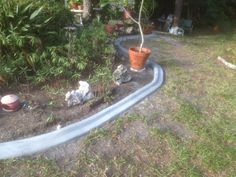 Custom concrete curbing edging landscaping do it by curbityourself Landscaping Software, Front Yard Landscaping, Backyard Landscaping, Landscaping Ideas, Backyard Fences, Landscape Boarders, Landscape Curbing, Concrete Curbing, Concrete Edging