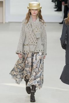 Chanel Fall 2016 Ready-to-Wear Fashion Show - Holly May