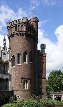 Castle /Kórnik, Poland/.........  Zamek w KórnikuJeziorem KórnickimPolska
