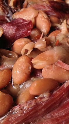 Pinto Beans with Smoked Ham Hocks in a Slow Cooker is an easy, delicious and a very affordable recipe.This recipe is comfort food at its best Ham Hock Slow Cooker, Slow Cooker Beans, Crock Pot Slow Cooker, Crock Pot Cooking, Cooking Ham, Crock Pots, Beans In Crockpot, Crockpot Recipes, Soup Recipes