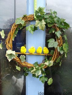 Easter Chick Wreath and pom pom bunnies Easter Wreaths, Holiday Wreaths, Diy Osterschmuck, Easter Crafts For Toddlers, Diy Easter Decorations, Diy Ostern, Deco Floral, Easter Party, Spring Crafts