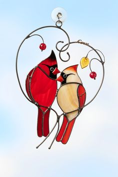 Stained glass birds: bird suncatchers – Page 2 – Glass Art Stories Stained Glass Cardinal, Stained Glass Birds, Stained Glass Suncatchers, Stained Glass Windows, Butterfly Stained Glass, Stained Glass Window Hangings, Making Stained Glass, Custom Stained Glass, Stained Glass Designs