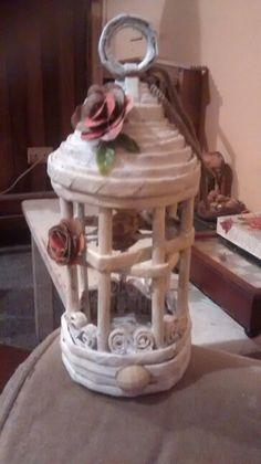 Jaula vintage centro de mesa souvenir, hecha con papel periodico