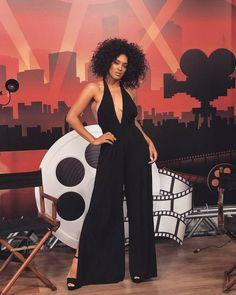 A atriz Susana Vieira usou um macacão preto e elegante no
