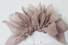 Create gorgeous basic corsages Make your corsages gorgeously like a photo. Diy Lace Ribbon Flowers, Making Fabric Flowers, Cloth Flowers, Ribbon Art, Satin Flowers, String Crafts, Fabric Flower Tutorial, Hanging Flower Wall, Diy Jewelry Making