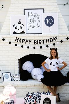 What makes black and white look chic and fabulous? A panda, of course! Check out this monochromatic Party Like a Panda Birthday Party at Kara's Party Ideas Panda Party, Panda Themed Party, Panda Birthday Party, 9th Birthday Parties, Bear Party, Bear Birthday, 10th Birthday, Themed Parties, Girl Birthday