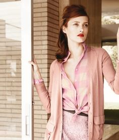 pretty in pink! love the hair and red lipstick too!