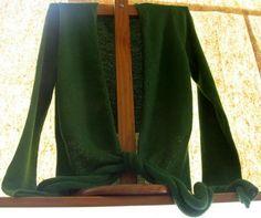 Elegante grüne #Damen #Strickjacke aus #Alpakawolle. In allen Größen lieferbar. Die Jacke ist aus samtweicher Alpakawolle gefertigt Eine wunderschön elegantes Modell aus den besten Materialien.  Die Alpakawolle, zaehlt zu den kostbarsten Wollsorten weltweit.  Ein Hochgenuss, wenn Sie edle Stoffe lieben.