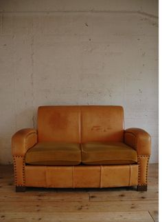 TRUCK|48. LEATHER SOFA 2-SEATER