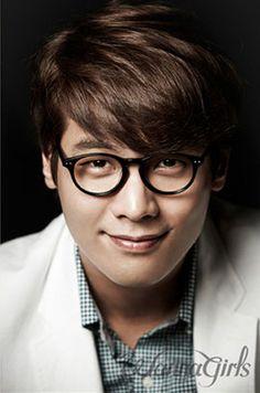 Daniel Choi | Choi Daniel | 최다니엘 | D.O.B 22/2/1986 (Pisces) Choi Daniel, Big Men, Pisces, Musicals, Crushes, Actors, Model, Beauty, Korean Actors