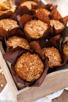 Healthy Oatmeal and Carrot Muffins. Shredded carrots and yogurt give these low fat muffins very moist cake-like texture and they are good for you! Healthy Oatmeal and Low Fat Muffins, Healthy Muffins, Yogurt Muffins, Nutritious Breakfast, Muffin Recipes, Baking Recipes, Dessert Recipes, Oats Recipes, Chef Recipes