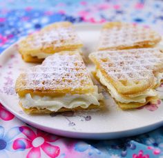 Våfflor- Semlevåfflor Trader Joe's, Kfc, Zeina, Scandinavian Food, Candy Cookies, Pancakes And Waffles, Baking Tips, Food Inspiration, Nutella