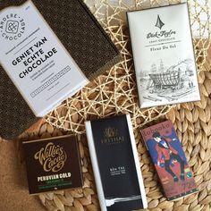 Daar issie dan.. De aprilbox! Crazy in love!  dat is het thema van alweer de 6e telg van de #chocoladeverzekering familie.. Hebben maar nog geen #chocoladeabonnement afgesloten? Hij is nu in zeer beperkte oplage ook als losse box beschikbaar op http://ift.tt/1q32dvF.  #nomnom #anderechocolade #cadeau #chocola #box #abonnement #april #puur #genieten #kado #idee #design #verpakking #wow #beantobar #chocolate