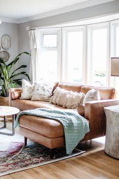 Spring Home Walk Through. Get Major Inspiration With These Canadian Home Decor B… Spring Home Walk Through. Get Major Inspiration With These Canadian Home Decor. Diy Home Decor Living Room, Easy Home Decor, Cheap Home Decor, Interior Design Living Room, Home And Living, Living Room Designs, Bedroom Decor, Modern Living, Small Living