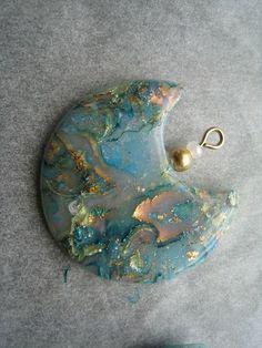 Médaillon mokumé en fimo translucide et feuille d'or