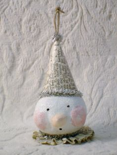 Tutorial on how to make this adorable snowman ornament for Christmas