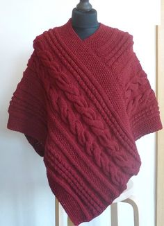 Simple pattern of knitting poncho Selkis Poncho Knitting Patterns, Knitted Poncho, Easy Knitting, Baby Afghan Crochet, Knit Crochet, Brei Baby, Pretty Shirts, Vest Pattern, Knit Vest