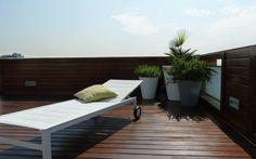 Nada como madera ipe para su jardin si quiere dar un aire diferente a su hogar http://floter.com/blog/tarimas-jardin/
