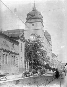 Krigsskolen og posthuset 1922 Oslo, Building Front, School Photos, Nye, Norway, Old School, Taj Mahal, Black And White, Travel