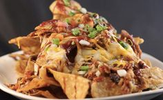 Deze ovenschotel wil je eten! Heb je trek in nacho's maar moet je nog avondeten? Geen probleem, dan combineer je de twee toch gewoon? Deze nacho-ovenschotel