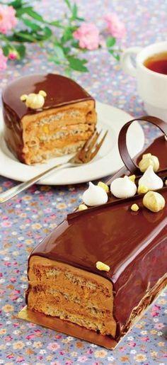 Prăjitură cu blat de bezea Romanian Desserts, Romanian Food, Cake Recipes, Dessert Recipes, Oreo Dessert, Just Cakes, Pastry Cake, Sweet Tarts, Pavlova