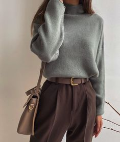 Minimalist Fashion Must Haves .Minimalist Fashion Must Haves Aesthetic Fashion, Aesthetic Clothes, Look Fashion, 90s Fashion, Fashion Trends, Fashion Types, Fashion Today, Japan Fashion Casual, Fashion For Men