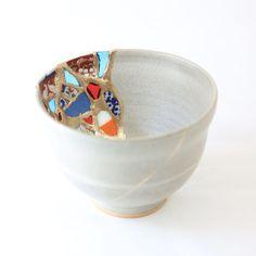 Kintsugi, Ceramic Painting, Ceramic Art, Ceramic Pottery, Pottery Art, Beautifully Broken, Pottery Designs, Japanese Pottery, Modern Ceramics