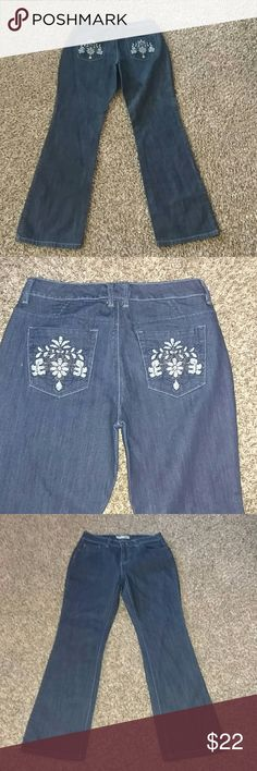 Chico's 0.5 Platinum Bootcut Jeans Chico's 0.5 Platinum Boot cut jeans. Back pockets embellished with blue flowers. Size 6 Brand New Inseam 30 Chico's Jeans Boot Cut