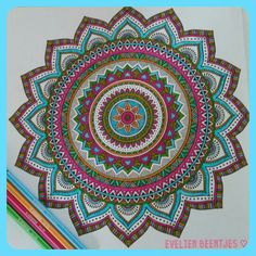 Mandala. Uit het derde enige echte mandala kleurboek voor volwassenen. Gemaakt door Evelien Beentjes ♡