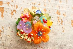 フェルト刺繍のお花とキラキラビーズを飾りつけた春らしいブローチ。 2017年2月25日(土)からはじまる池袋コミュニティカレッジでの講座課題です。design by PieniSieni 詳しい事は下記池袋コミュニティカレッジのサイトをご覧ください。 http://cul.7cn.co.jp/programs/program_774012.html