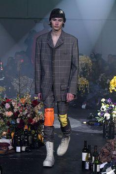 「ラフ・シモンズ(RAF SIMONS)」が2018-19年秋冬メンズ・コレクションをニューヨークで発表した。