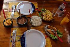 Comida caseira no Chapa-rral's, restaurante de frutos do mar e grelhados na Serra do Cipó, município de Santana do Riacho, MG