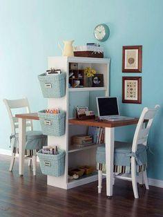 Storage untuk menyimpan perlengkapan belajar anak agar tetap pada tempatnya dan meja belajar terlihat rapi