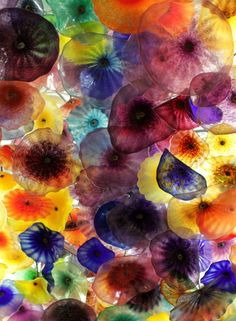 one of the few things I enjoy in Vegas: the Dale Chihuly installation in the Bellagio...the largest glass art installation in the world