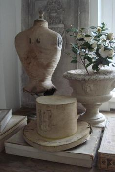 These two choices distinctively set the room as interesting and a conversation piece. Wonderful hat block !