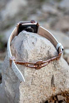 These squared crocodile-style straps are made from genuine bovine leather featuring a stainless steel colored butterfly buckle securing effortlessly and comfortably around your wrist. Apple Watch Leather Strap, Leather Watch Bands, Apple Watch Accessories, Leather Accessories, Apple Watch Bands Fashion, Iphone Leather Case, Fashion Watches, Crocodile, Business Casual